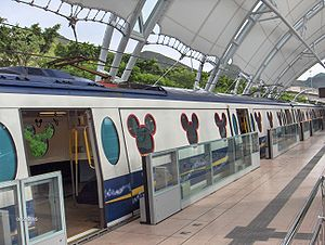 A Disneyland Resort Line train