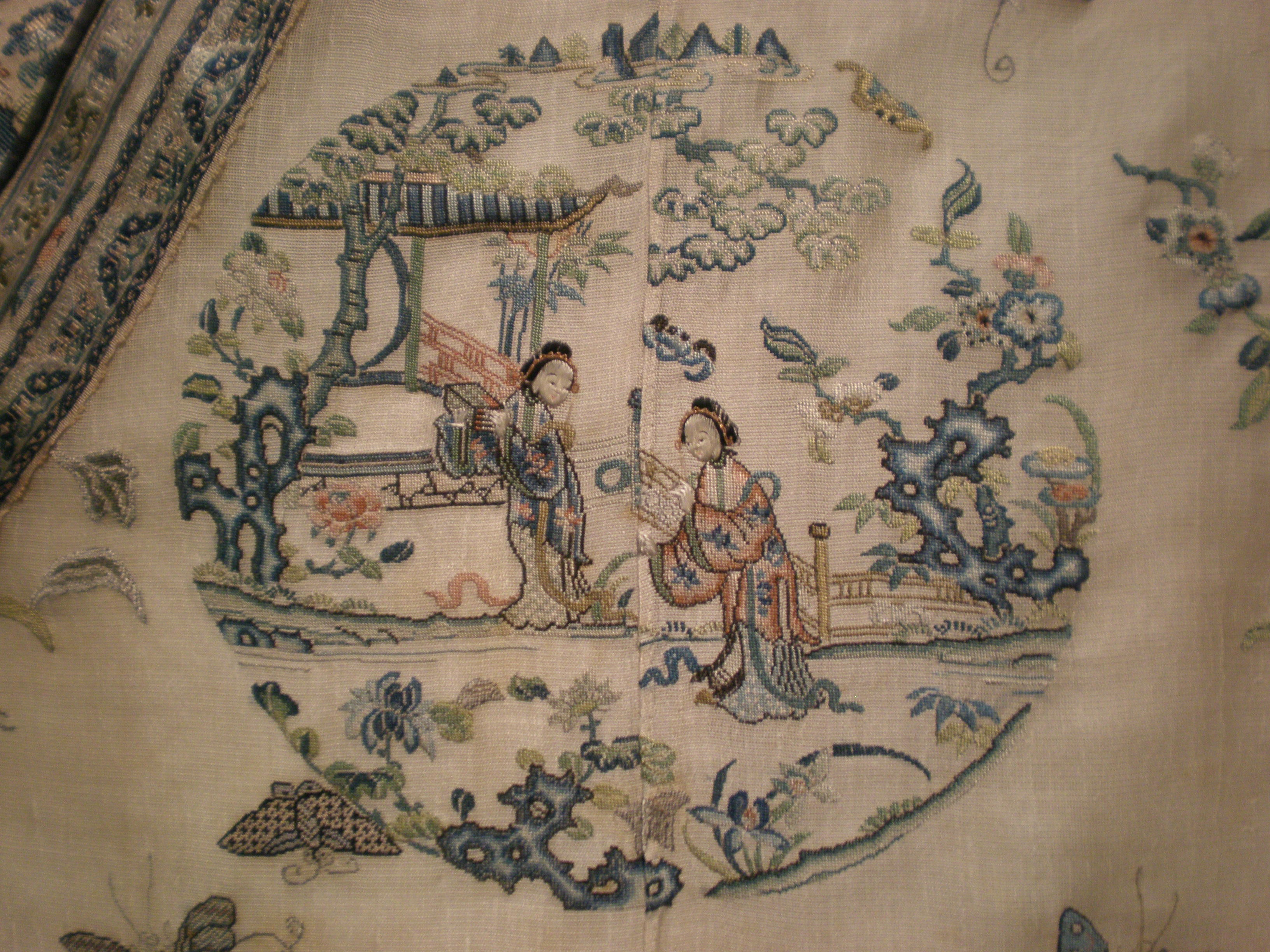 Silk embroidery art of Chinese craftsmen (photo)